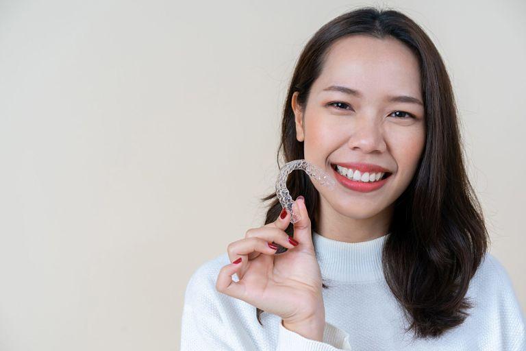 Niềng răng Zenyum có giá thành hợp lý và an toàn khi chỉnh nha