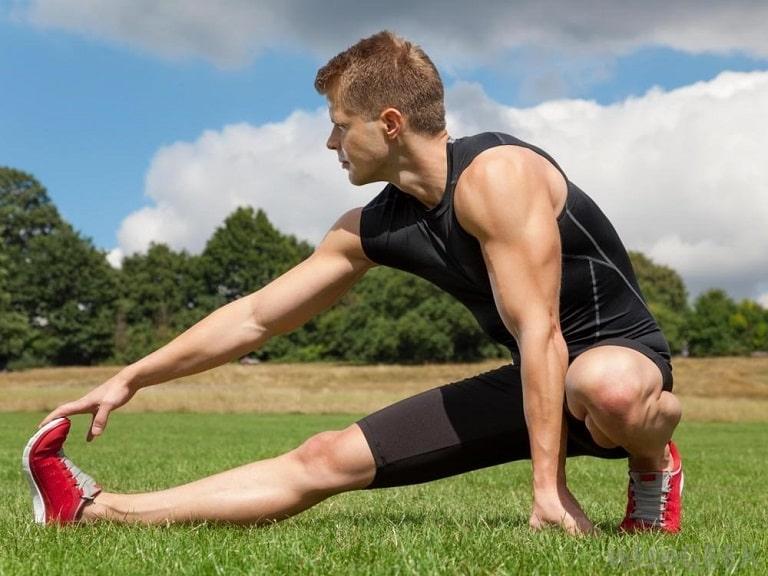 Khởi động trước khi chơi thể thao sẽ giúp bạn hạn chế tối đa chân thương