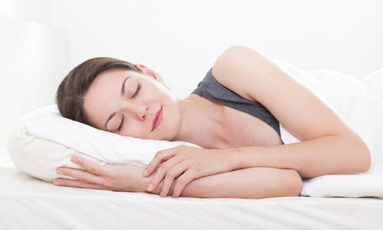 Ngủ đủ giấc tốt cho sức khỏe xương khớp và nhiều cơ quan trong cơ thể con người