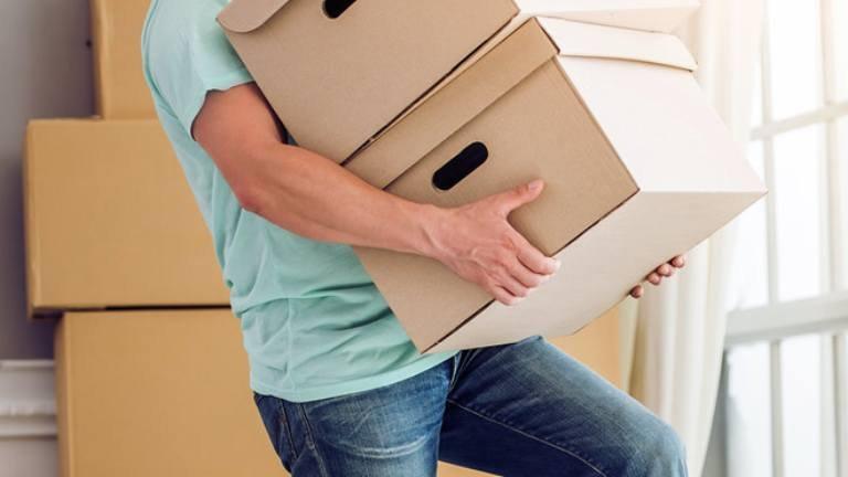 Mang vác nặng là thói quen cực kỳ xấu đối với sức khỏe xương khớp
