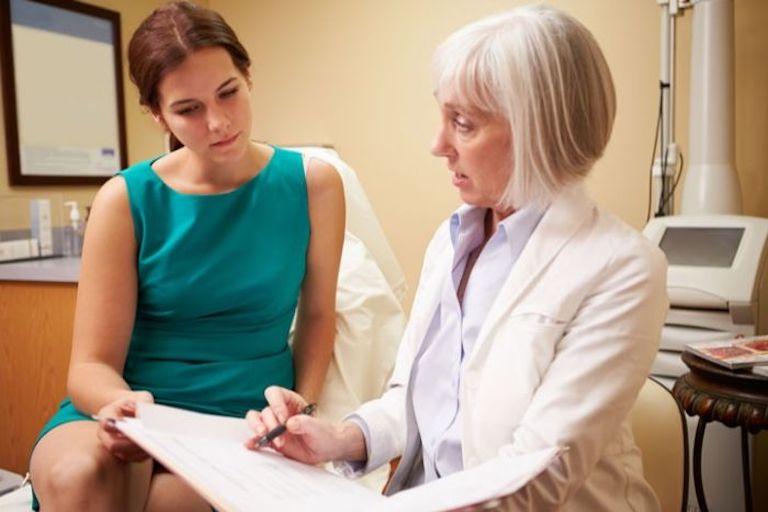 Thăm khám lâm sàng và thực hiện xét nghiệm cần thiết là các bước cơ bản để chẩn đoán bệnh