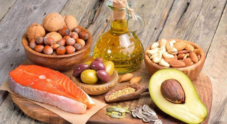 Các thực phẩm giàu omega-3 hay canxi đều có lợi cho người bệnh