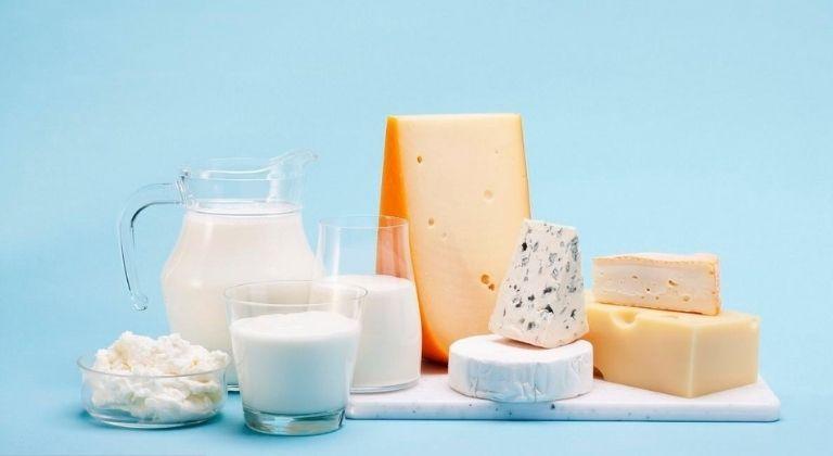 Bạn nên tích cực bổ sung vitamin và các khoáng chất quan trọng từ sữa cùng các thực phẩm có lợi
