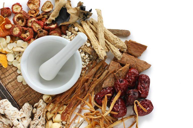 Thuốc Đông y kết hợp từ các thảo dược tự nhiên, điều trị bệnh an toàn tận gốc