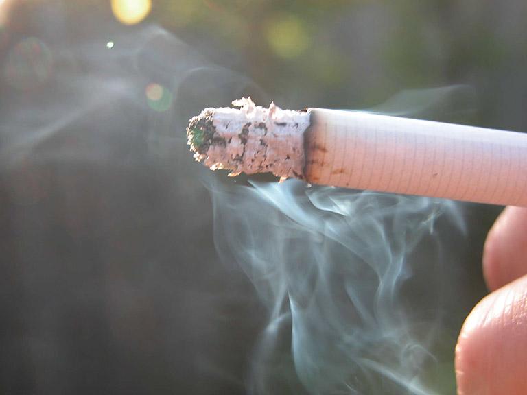 Khói thuốc lá là một trong những yếu tố gây bệnh hàng đầu
