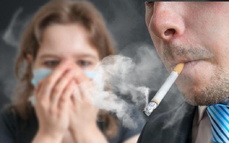 Khói bụi thuốc lá là tác nhân gây ra rất nhiều bệnh lý về xương khớp