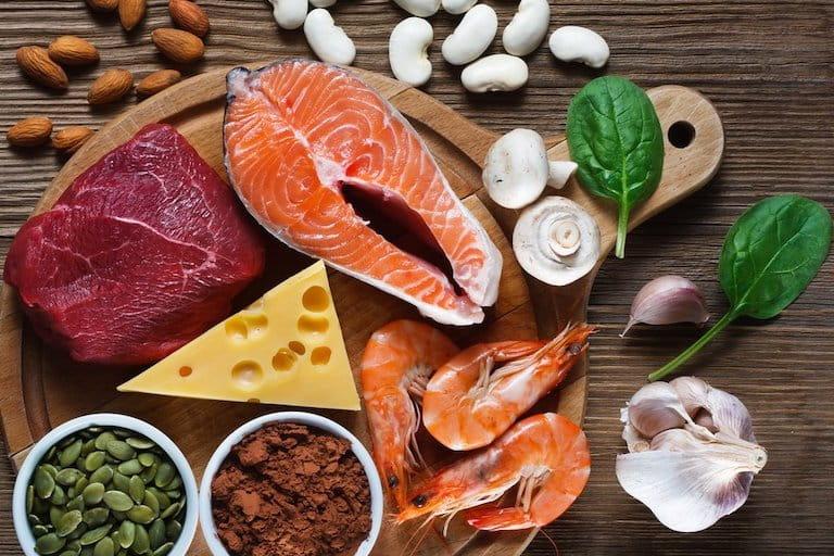 Chế độ dinh dưỡng cho người bệnh rất quan trọng, hãy tích cực bổ sung những thực phẩm giàu năng lượng, vitamin, khoáng chất