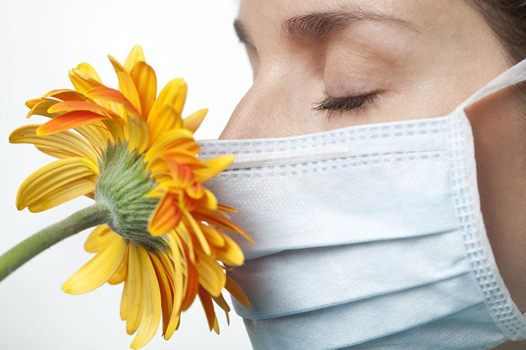 Người bị dị ứng phấn hoa có nguy cơ cao mắc các bệnh về hô hấp