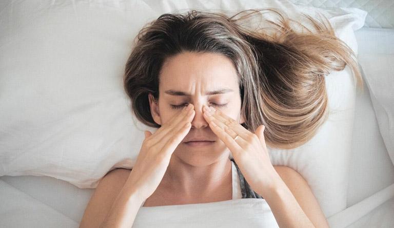 Viêm xoang gây nghẹt mũi, nhức đầu