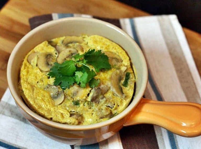 Món trứng hấp nấm rơm phù hợp cho người bệnh gút