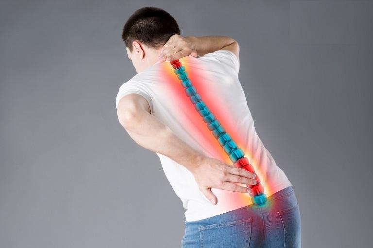 Ở giai đoạn 2, người bị thoát vị đĩa đệm có thể gặp phải triệu chứng di chuyển lệch sang một bên trái hoặc phải