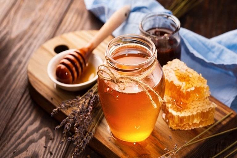 Mật ong với đặc tính kháng khuẩn, chống viêm, rất thích hợp trong điều trị bệnh lý
