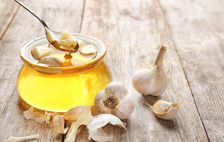 Kết hợp tỏi cùng mật ong sẽ mang đến hiệu quả điều trị cao hơn