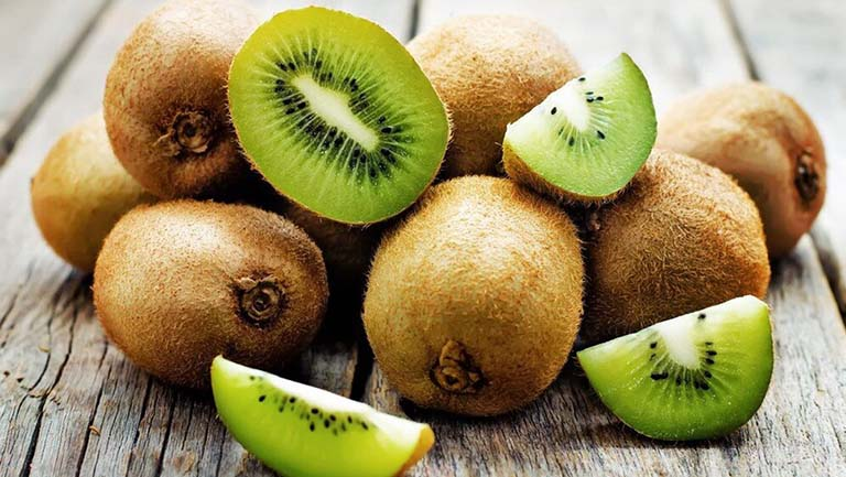 Kiwi chứa hàm lượng vitamin C, vitamin E và nhiều dưỡng chất khác tốt cho sức khỏe