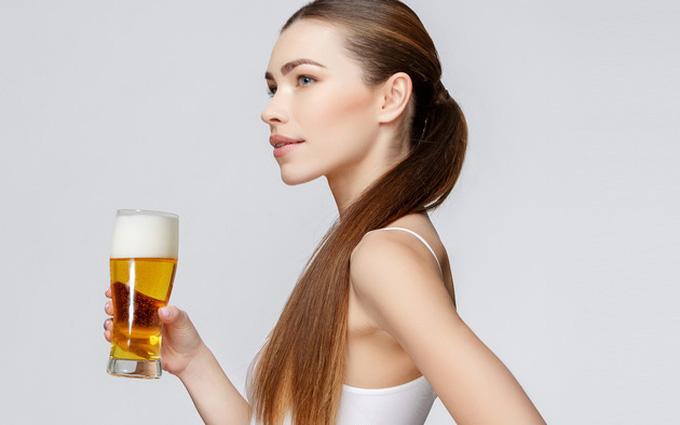 Bia là một trong những dược liệu được chị em thường xuyên sử dụng giúp tóc chắc khỏe, mềm mượt