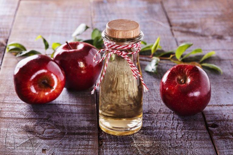Chữa đau họng bằng mật ong cùng với giấm táo