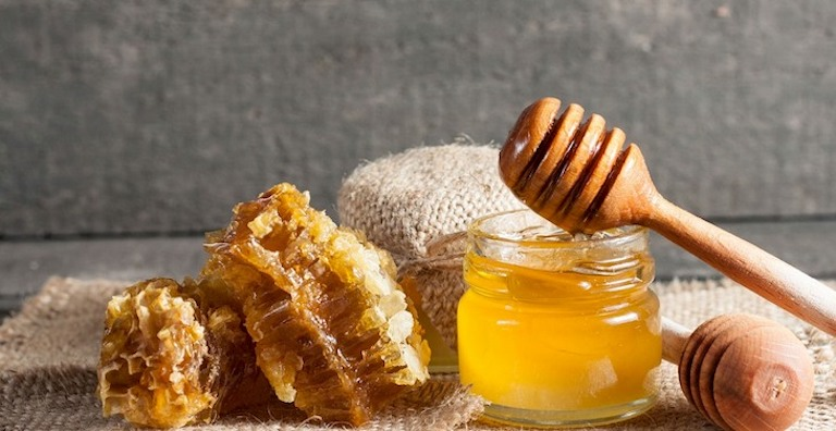 Chữa đau họng bằng mật ong là một giải pháp tốt được nhiều người bệnh tin tưởng áp dụng
