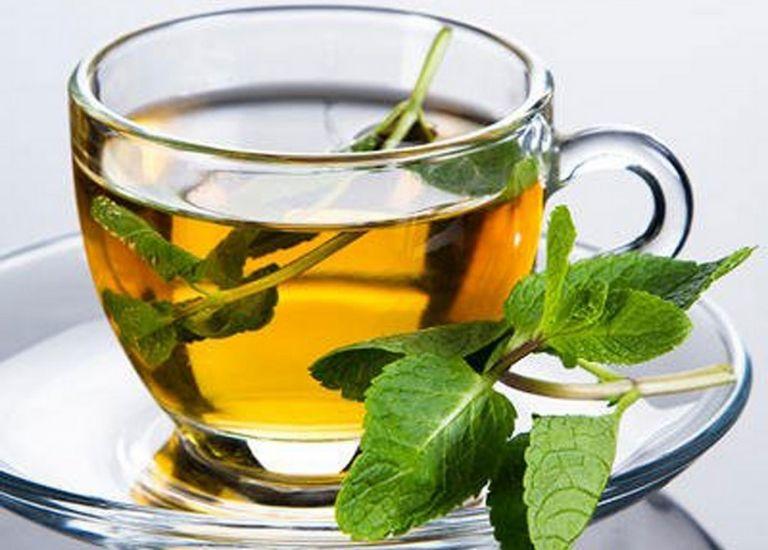 Uống trà bạc hà hỗ trợ điều trị bệnh rất tốt