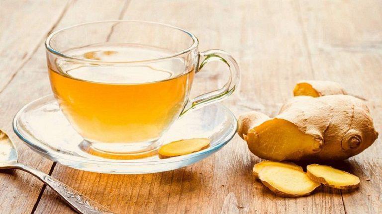 Uống trà gừng ấm