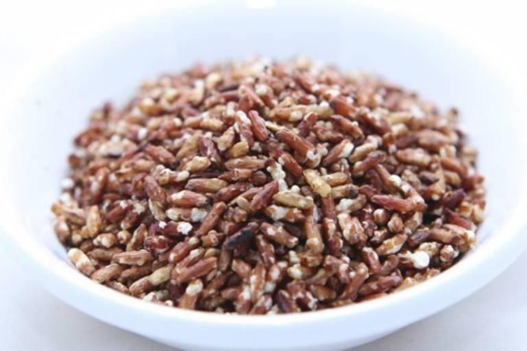 Người bị thoái hóa khớp có thể chế biến gạo lứt thành cốm để sử dụng