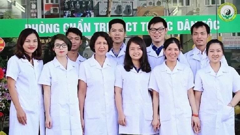 Đội ngũ y, bác sĩ tại Trung tâm Nghiên cứu và Ứng dụng Thuốc Dân tộc
