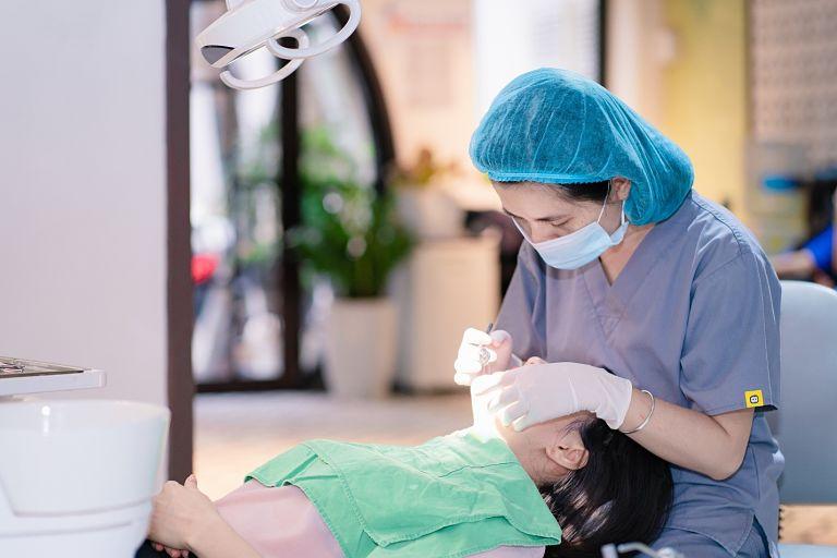Quy trình niềng răng mắc cài phải được thực hiện cẩn thận, tỉ mỉ