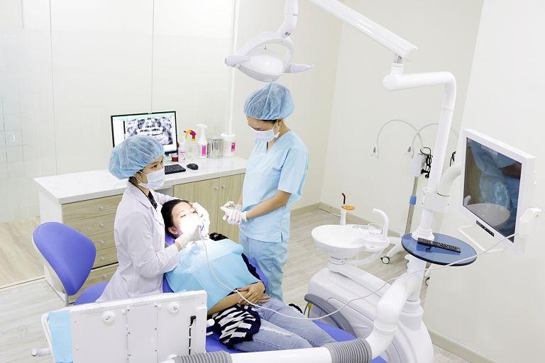Nha khoa Kim quy tụ đội ngũ y bác sĩ là những chuyên gia giỏi và nhiều kinh nghiệm