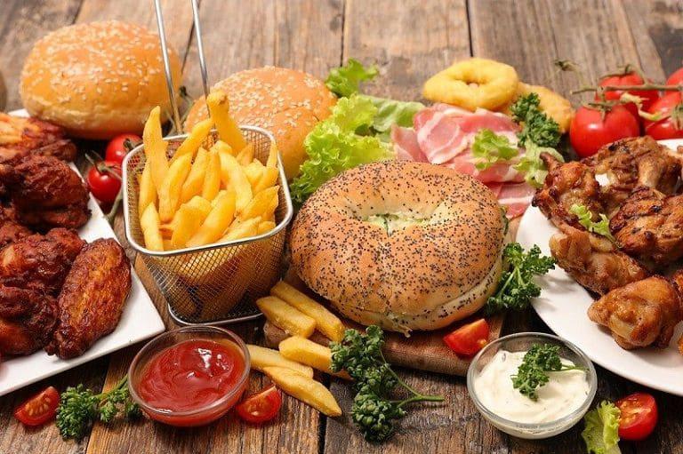 Người bị nhiễm khuẩn HP không nên ăn đồ ăn nhanh