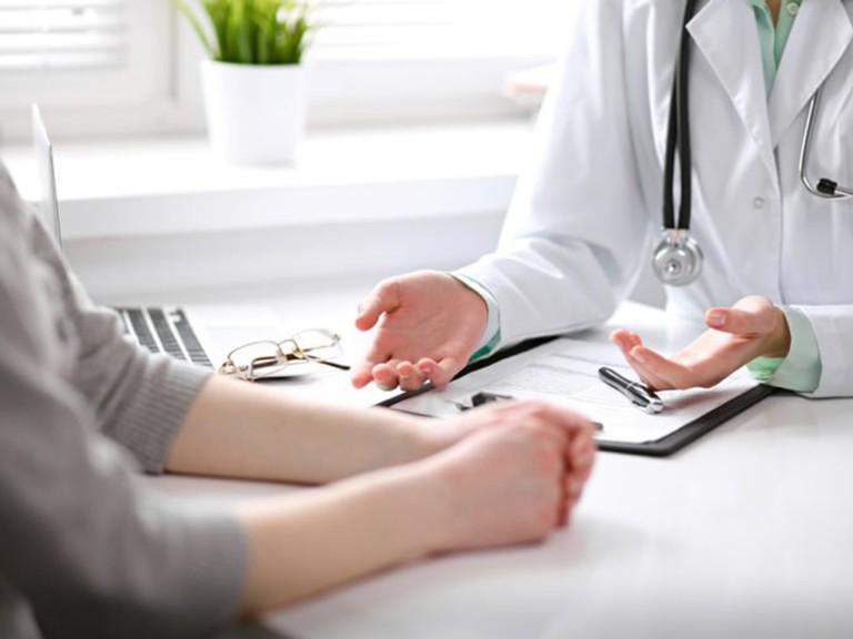 Người bệnh nên đến gặp bác sĩ để được thăm khám và điều trị bệnh từ sớm